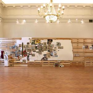"""Instalación """"Warum ist mir nichts eingefallen?"""" de los artistas CreArt Julio Falagán y Kurt Lackner"""